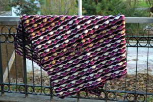 Crocheted wave stitch blanket by coolorful.com