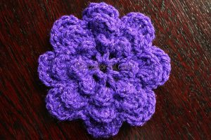 How to Crochet a Pretty Flower Granny Square by coolorful.com