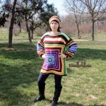 How to crochet a super colorful sweater with a solid Granny square