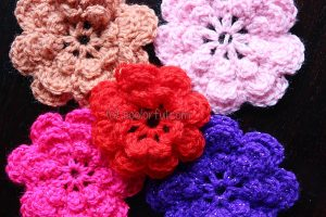 How to Crochet a Pretty Little Flower by coolorful.com
